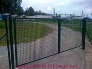 Музей экспонатов авиационной техники, ограждение Pantanet на столбах Bekaclip
