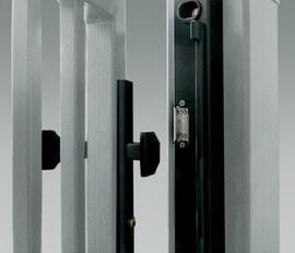 Замок с электрозацепом – элемент системы контроля доступа – служит для дистанционного снятия блокировки закрытой калитки.