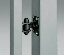 Петля на монтажной плите предоставляет возможность крепления калитки к существующим уже стальным или бетонным столбам.