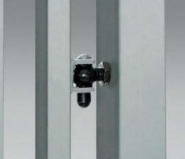 Регулируемая петля устанавливается непосредственно в столбе ворот – гарантирует точную установку калитки по отношению к столбу.